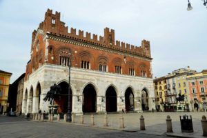 Gotico Piazza Cavalli - Foto Lunini Piacenza